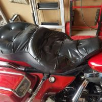 Electra Glide seat with hardware